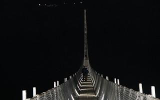 एसियाकै लामो पुलमा आन्तरिक पर्यटकः रातको समयमा देखिन्छ यस्तो रौनक