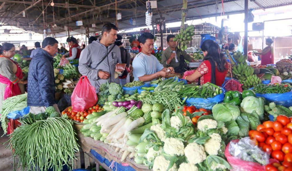आज काठमाडौँमा प्रतिकेजी ५० रुपैयाँभन्दा कम मूल्यको तरकारी र फलफूलहरू कुन कुन छन् ?