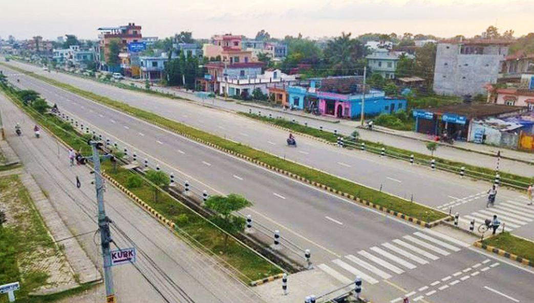 नारायणगढ–बुटवाल सडकखण्ड :धमाधम विद्युत्को पोल हटाईँदै